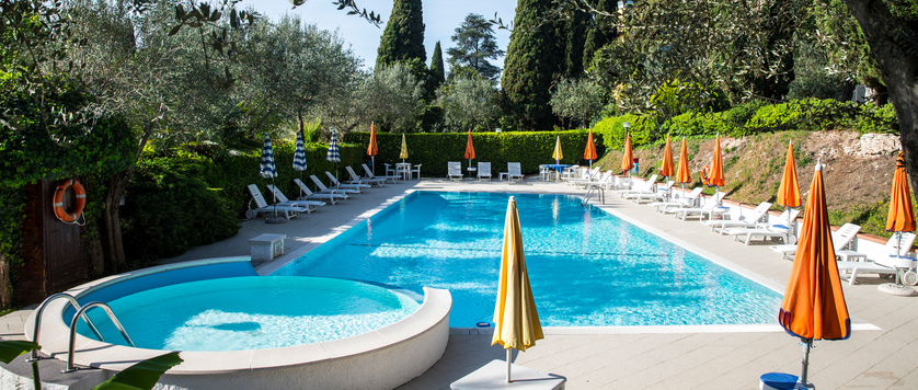 Hotel Mon Repos, Sirmione, Lake Garda, Italy - outdoor pool.jpg